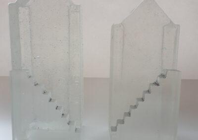 Hanneke Barendregt - Poorten van glas - 2017- in zand gegoten glas, elk bestaand uit 2 onderdelen - 20 x 6 x 9 cm