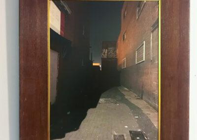 Nynke Vissia - Steeg bij nachtlicht - 2017-2019 - fotografie inlijsting - Canvas Platine Art print in houten lijst - 49 x 59 cm